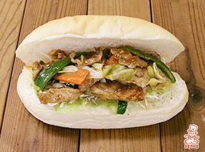 肉野菜炒めのコッペパン