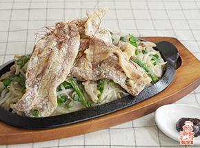 Wポークのピリ辛モツ入り炒め|スタミナ料理の肉メニューレシピ