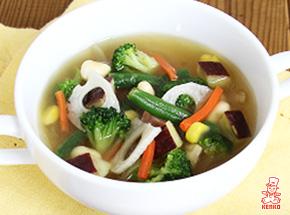 緑野菜たっぷりコンソメスープ