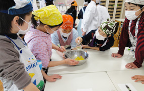 Students enjoy cooking mayonnaise and arranged sause
